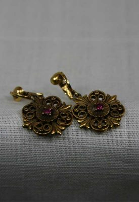 1970-gold-filigree-earring-front