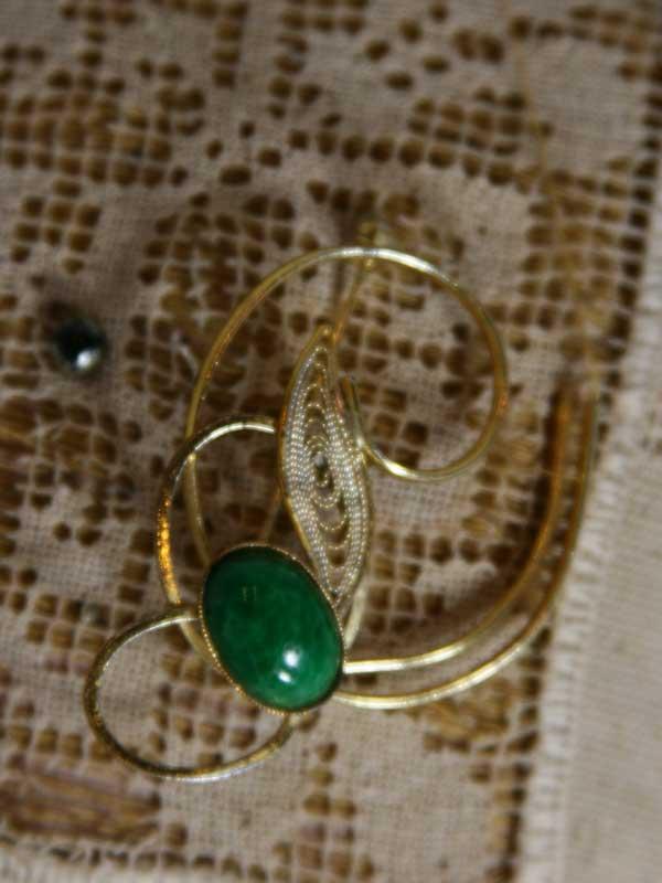 gold-green-pin-front