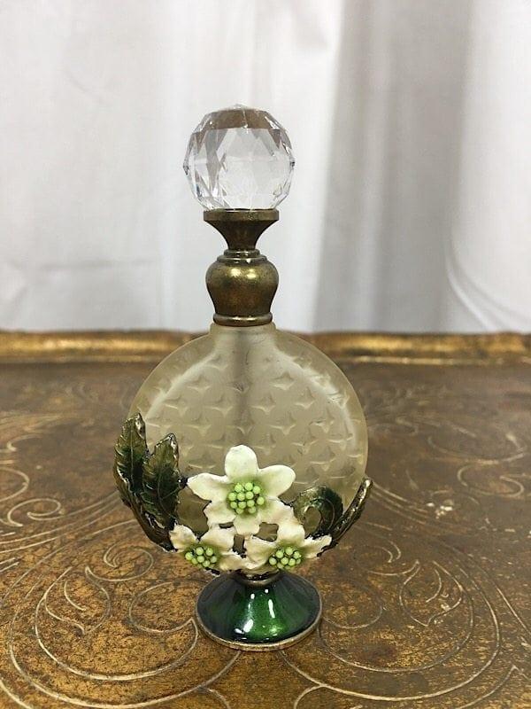 la-boudoir-miami-green-flower-glass-perfume-atomizer-2