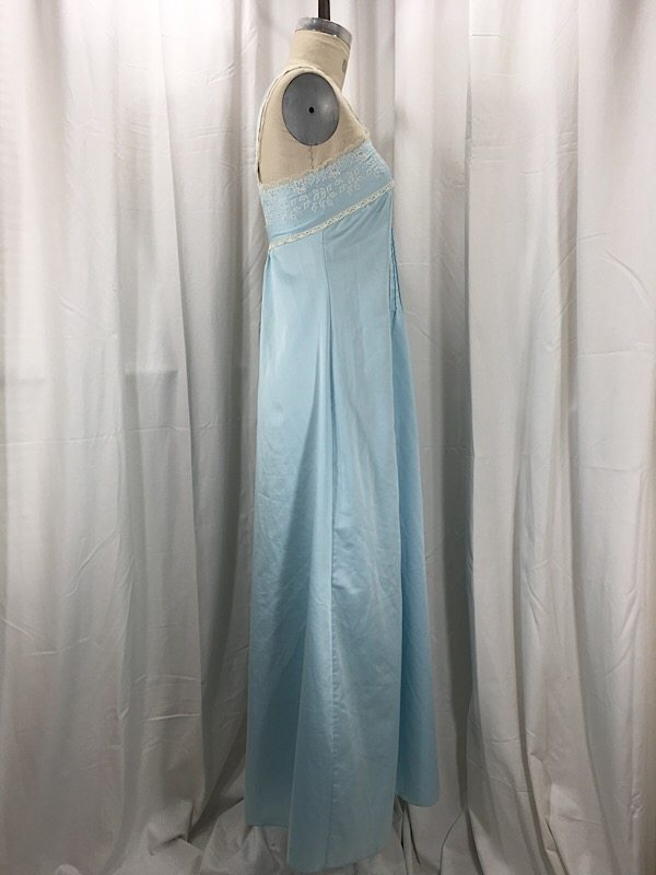 la-boudoir-miami-1950s-blue-embroidered-nightgown-2