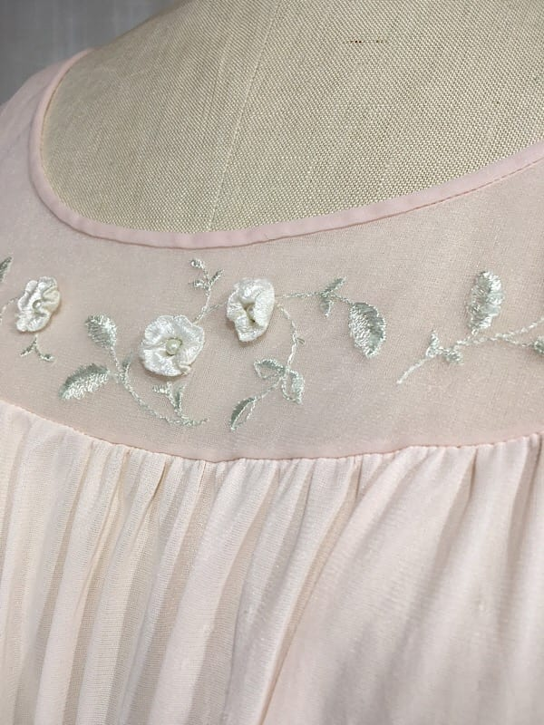 la boudoir miami 1950s vintage pale pink flower embroidered night gown (2)