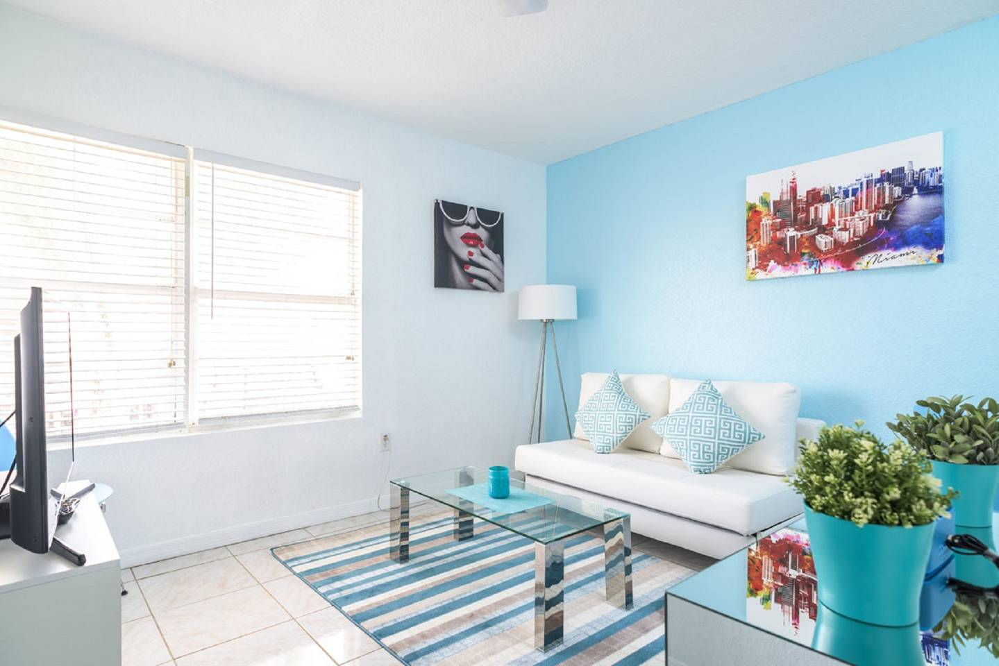 Beautiful Miami Beach Apartment on Collins Avenue - 16943207