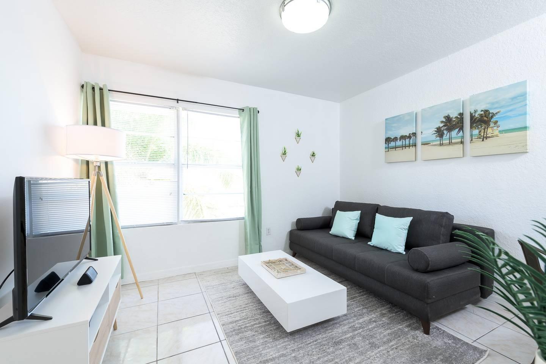 Miami-Beach-1-Bedroom-1Block-from-Ocean-on-Collins-29861036-01